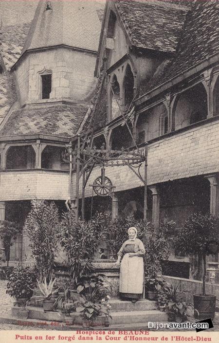 Hospices de Beaune 1923-2.jpg