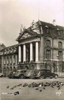 dijon place de la liberation 1957 voitures.jpg