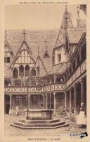 cour honneur puits hotel dieu beaune 1909.jpg